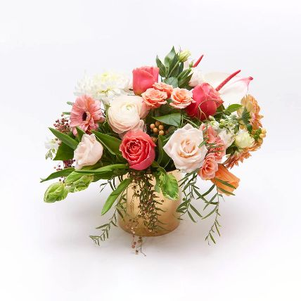 Mix Flower In Glass Vase: Gifts in Kuwait