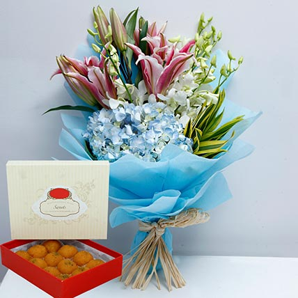 Pretty Flowers Bunch and Motichoor Laddoo Combo: Gifts Combos