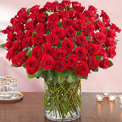 Ravishing 100 Red Roses In Glass Vase: Gifts for Mother