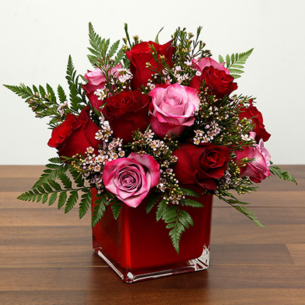 Red and Pink Roses In A Vase: Valentine Flowers to Fujairah