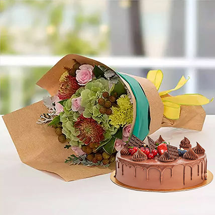 Royal Flower Bouquet With Chocolate Fudge Cake: Christmas Flowers & Cakes