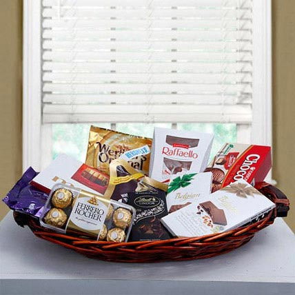 Luxurious Choco Hamper: Halloween Gifts