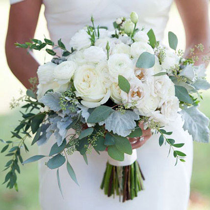 Alluring Bridal Bouquet: Flower Delivery for Bride