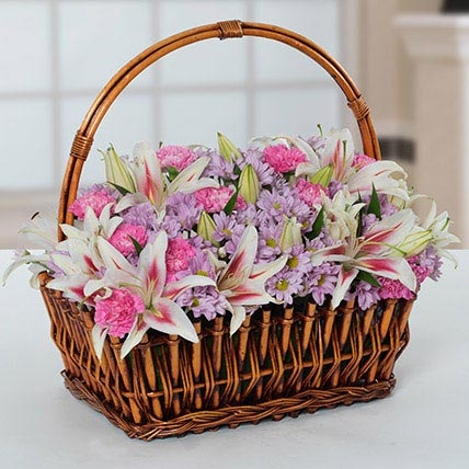 Attractive Flowers Basket: Chrysanthemum Flowers