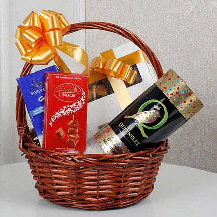 Scrumptious Gift Basket: Holi Gifts