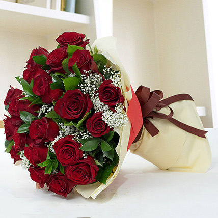 Lovely Roses Bouquet: Propose Day Flowers