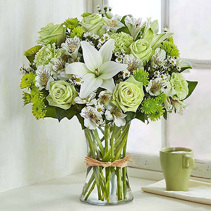 Bunch Of Green and White Flowers: Premium Flowers