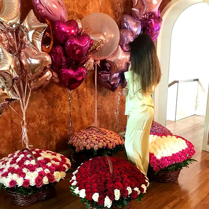 Helium Magic With Baskets Of Flowery Love: Balloon Decorations