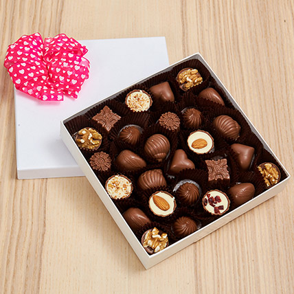 25 Pcs Assorted Chocolates: Business Gifts