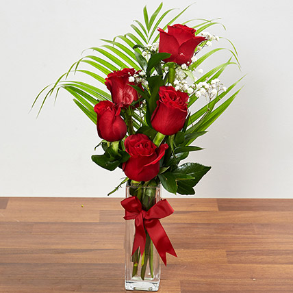 Beautiful Red Rose Arrangement: Flower Delivery in Abu Dhabi