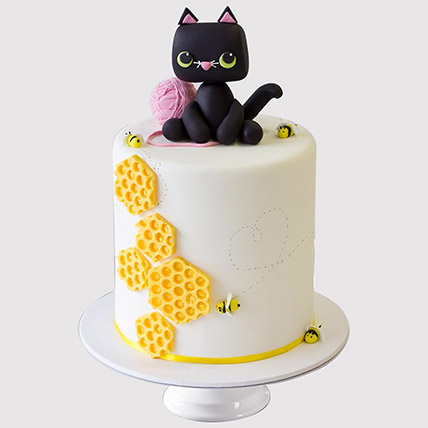 Cat Playing Designer Cake: Cat Cakes