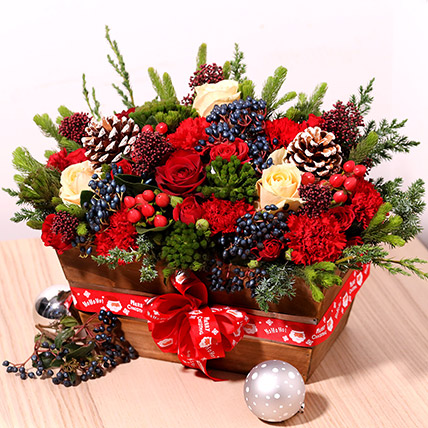 Christmas Special Flower Arrangement: Christmas Flowers to Sharjah
