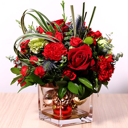 Decorative Xmas Floral Vase: Send Christmas Flowers to Dubai