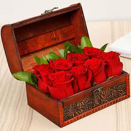 Mini Treasured Roses: Flower Delivery In Ajman