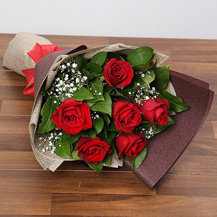 Romantic Roses Bouquet: Valentines Day Flowers to Abu Dhabi