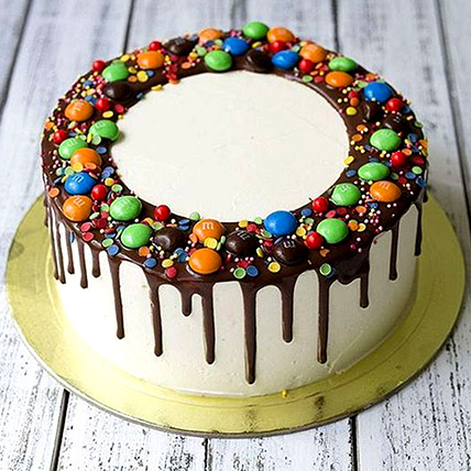 Delicious M&M Cake: Cakes Delivery in Abu Dhabi