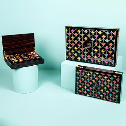 Assorted Dates Colourful Box: