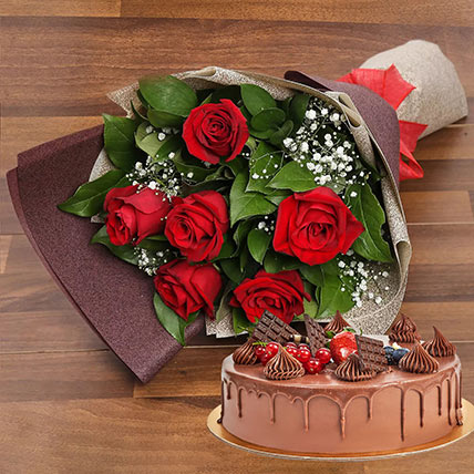 Elegant Rose Bouquet With Chocolate Fudge Cake: Gifts For Women