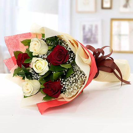 Beauty of Red n White Roses: Wedding Anniversary Flowers