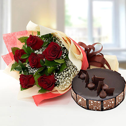 Elegant Rose Bouquet With Chocolate Cake QT: Flower and Cakes Delivery in Qatar