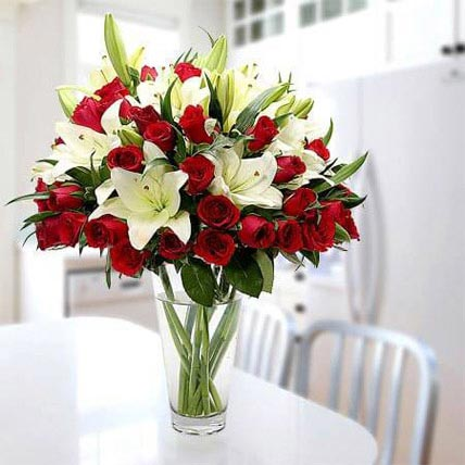 Cherish Joy With Lilies And Roses: Gifts To Buraydah